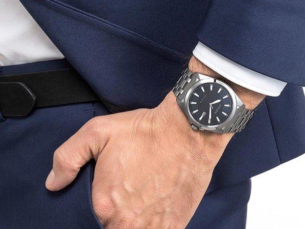 Elegancki zegarek Citizen na srebrnej bransolecie