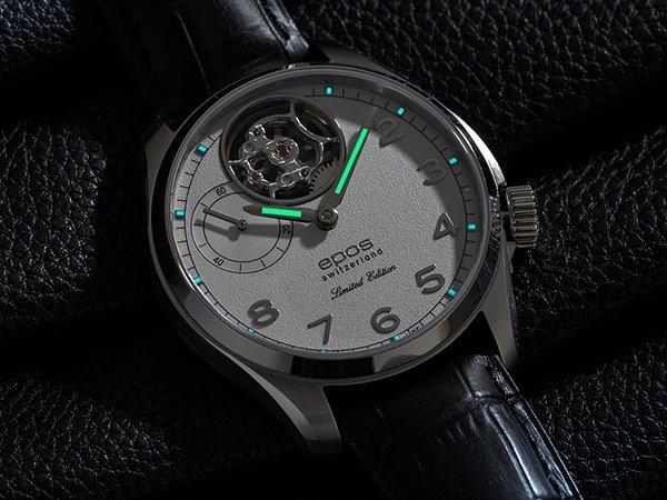 zegarek Epos z mechanizmem mechanicznym oraz tarczą typu open heart