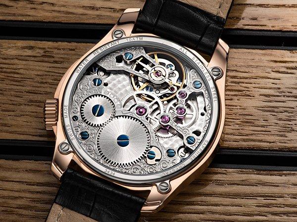 Widoczny mechanizm z tyłu mechanicznego zegarka Epos