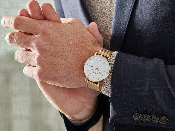 Elegancki zegarek Lorus na złotej bransolecie mesh.