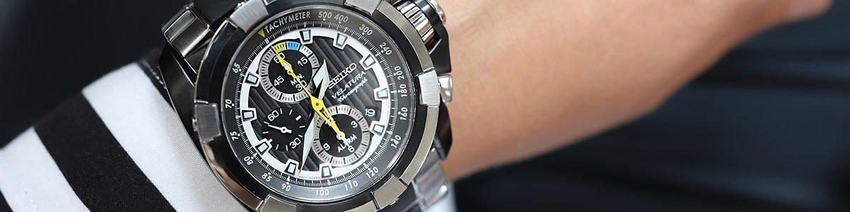 Męski zegarek Seiko Velatura na srebrnej bransolecie.