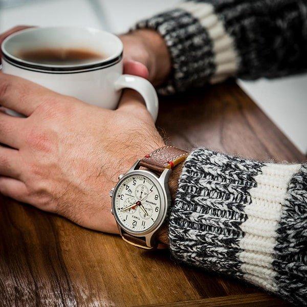 Męski zegarek Timex Expedition w klasycznym stylu.
