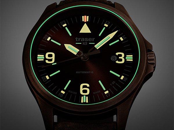 Iluminacja w zegarkach Traser P67 Officer Pro Automatic, czyli trigalightⓇ oraz Super LumiNova