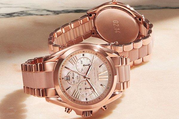 Zegarek Michael Kors w kolorze różowego złota.