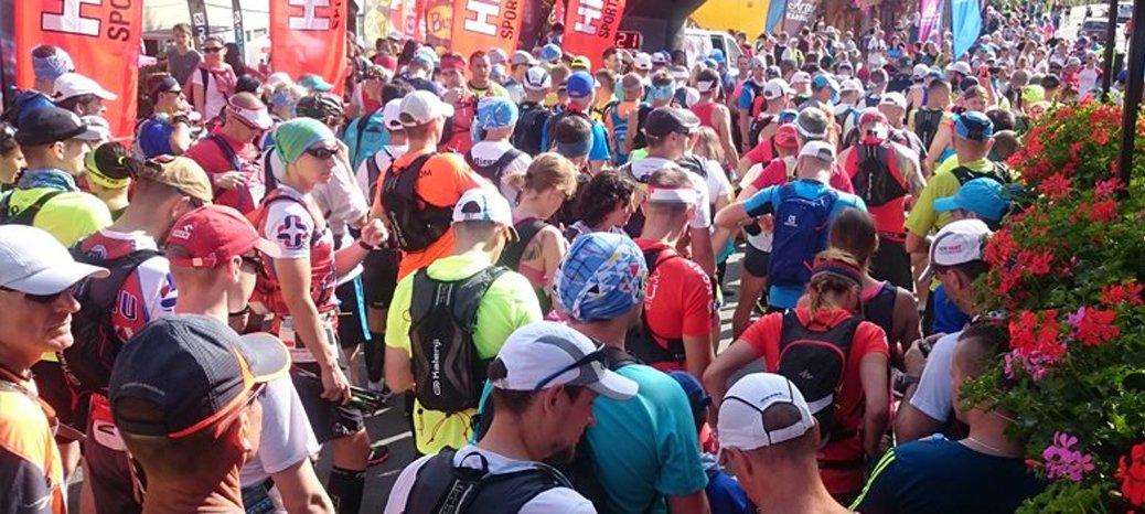 Przygotowujący się uczestnicy do czwartej edycji ultramaratonu górskiego.