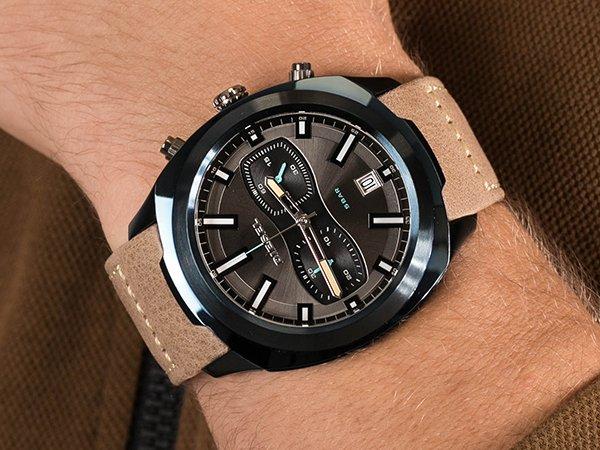 Sportowy zegarek Diesel Tumbler w stylu Retro