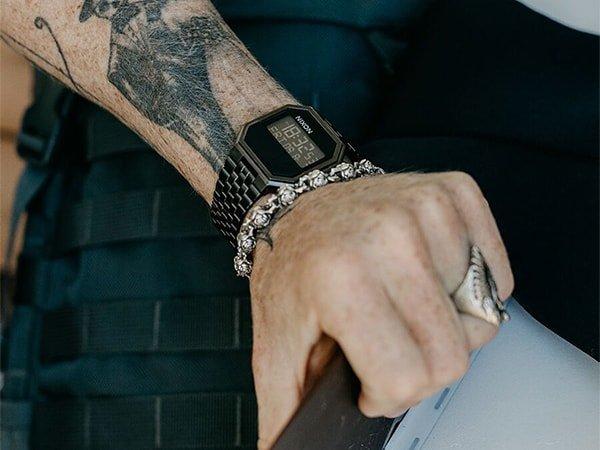 Zegarek Nixon re-run w czarnym kolorze