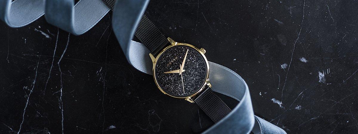 Błyszcząca tarcza w stylowym zegarku Obaku Denmark na bransolecie mediolańskiej.