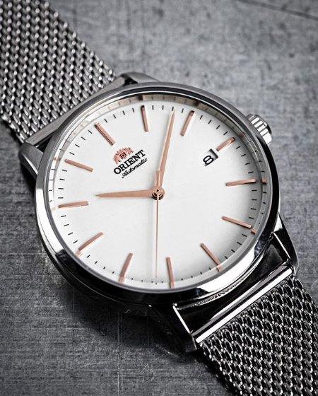 Zegarek Orient na bransolecie mesh w srebrnym kolorze.