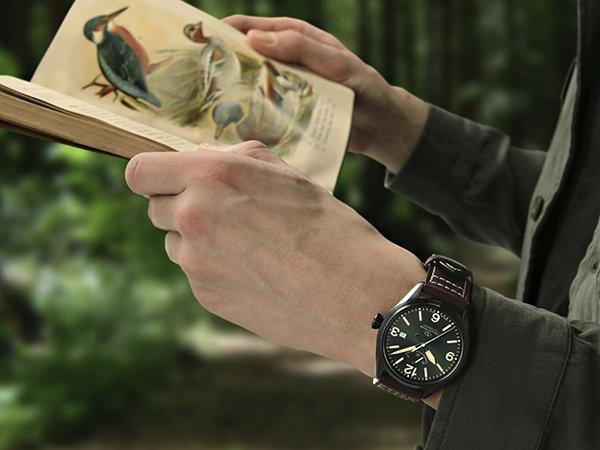 Męski zegarek Orient Star z zieloną tarczą.