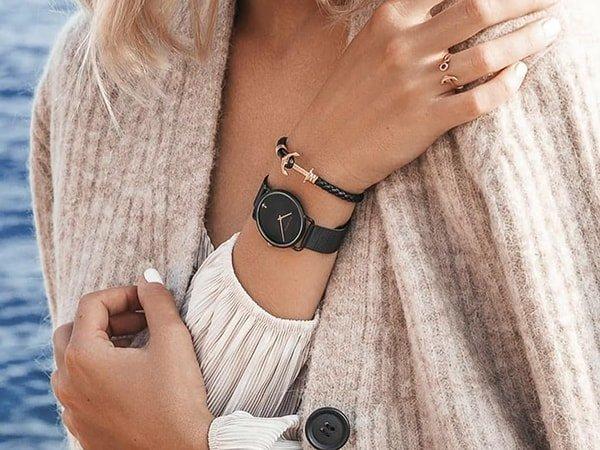 Zegarek Paul Hewitt w czarnym Kolorze ze złotymi akcentami