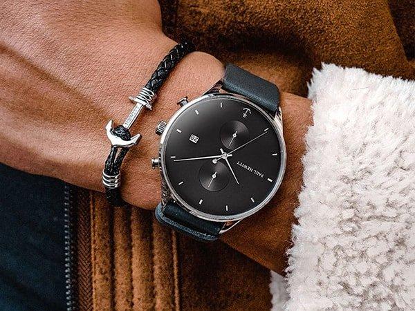 Elegancki zegarek Paul Hewitt w czarnym kolorze z srebrna kopertą oraz dwiema subtarczami na tarczy