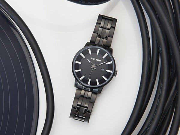 Klasyczna bransoleta w zegarkach Police