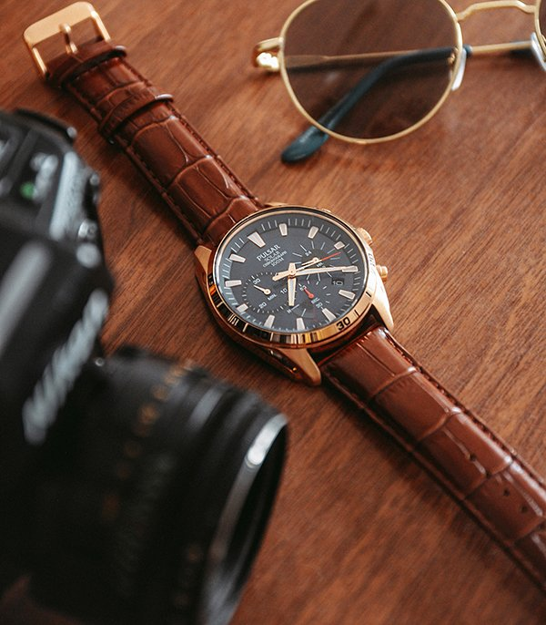 Stylowy zegarek Pulsar na brązowym pasku