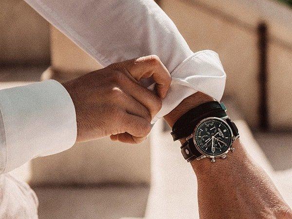 Elegancki zegarek Roamer Vanguard na brązowym skórzanym pasku.