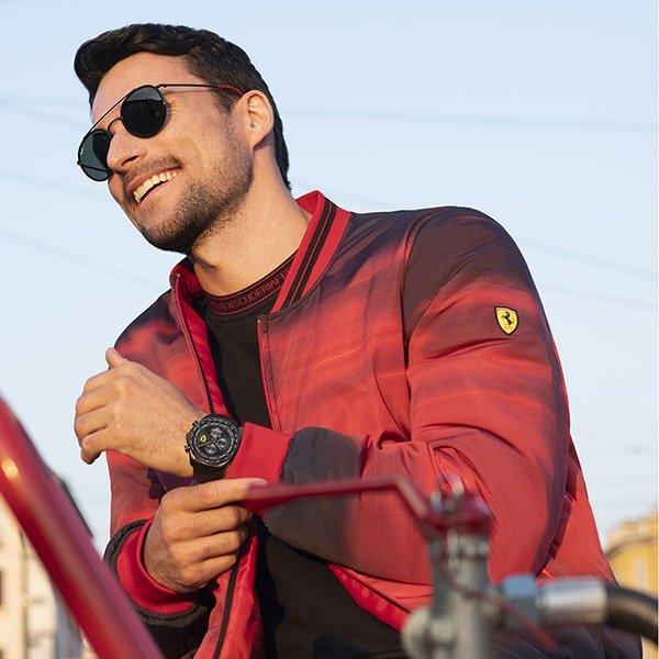 Zegarki Scuderia Ferrari dla niego
