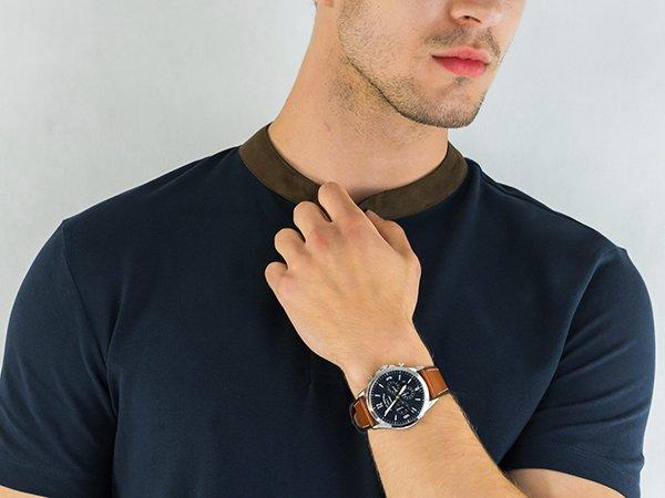 Gustowny zegarek w amerykańskim stylu