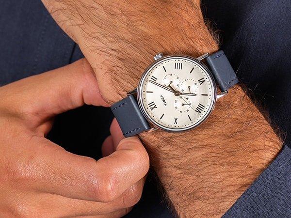 Stylowy zegarek Timex Southview na skórzanym pasku w niebieskim kolorze oraz minimalistyczną tarczą.