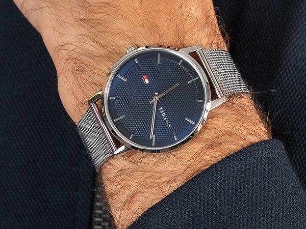 Modowy styl męskich zegarków Tommy Hilfiger