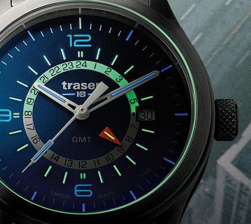 Militarny, męski zegarek Traser w którym zastosowany został tryt, co daje około 100 razy większą siłę oświetlenia niż zwykły neobrite.