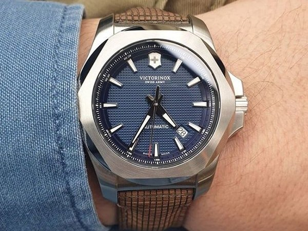 Kontrolerzy zegarków marki Victorinox