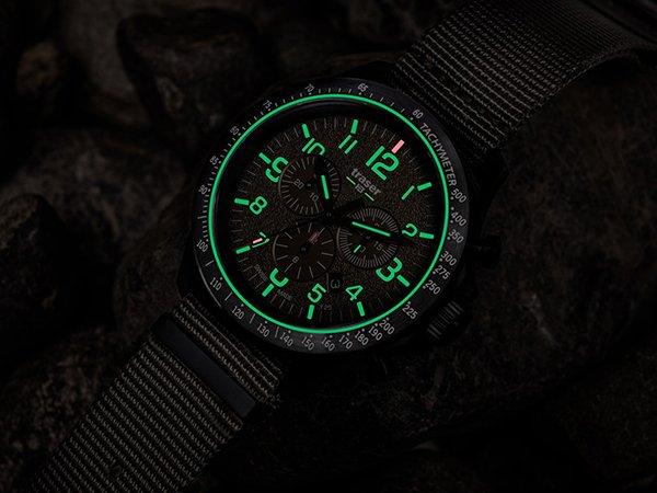Niezawodne podświetlenie w zegarkach traser P67 Officer Pro Chronograph