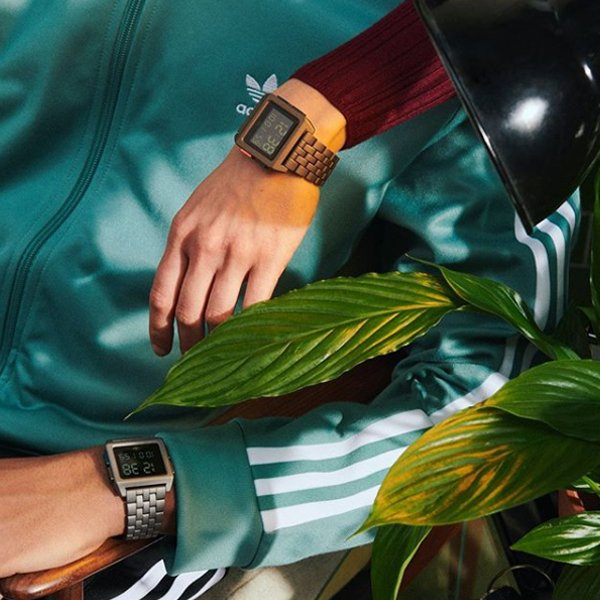 Designerskie zegarki Adidas na bransoletach z cyfrowymi tarczami.