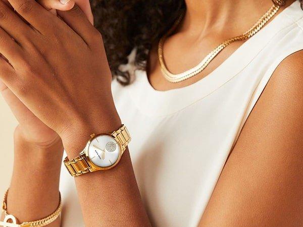 Zegarek Anne Klein damski to perfekcyjny dodatek do każdego stroju.
