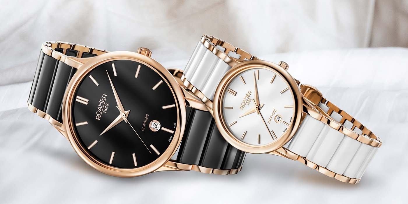 Eleganckie, damskie zegarki Roamer ze stalowej tarczy w kolorze różowego złota oraz bransolety z ceramiki w kolorze białym jak i czarnym.