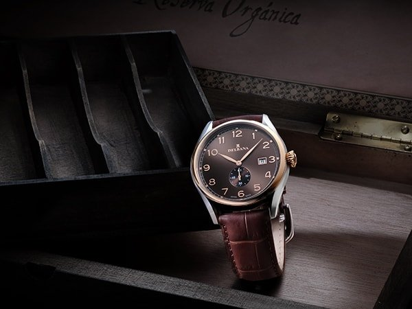 Rodzaje zegarków Delbana na pasku w brazowym kolorze
