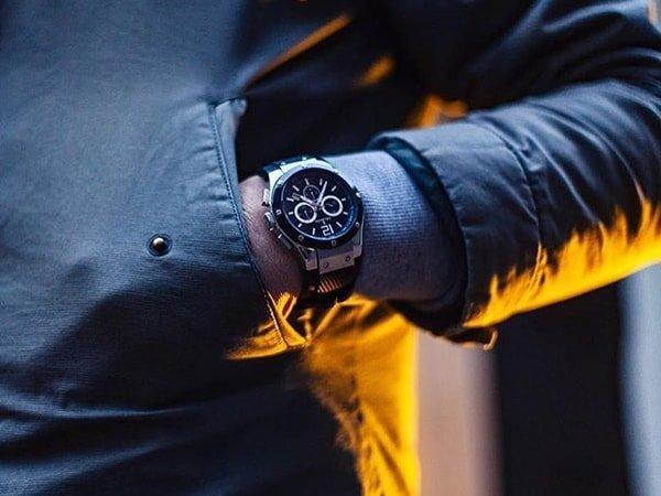 Zegarek Delbana na pasku z tworzywa sztucznego