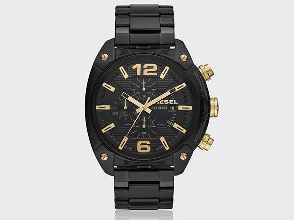 Zegarek Diesel Overflow w czarnym kolorze na bransolecie ze złotymi akcentami