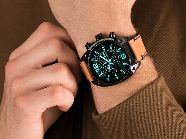 Stylowy zegarek Diesel na pasku ze skóry w brązowym kolorze