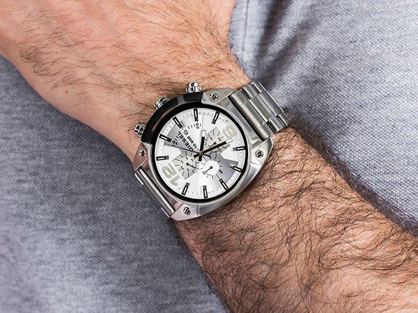 Srebrny zegarek Diesel Overflow na klasycznej bransolecie