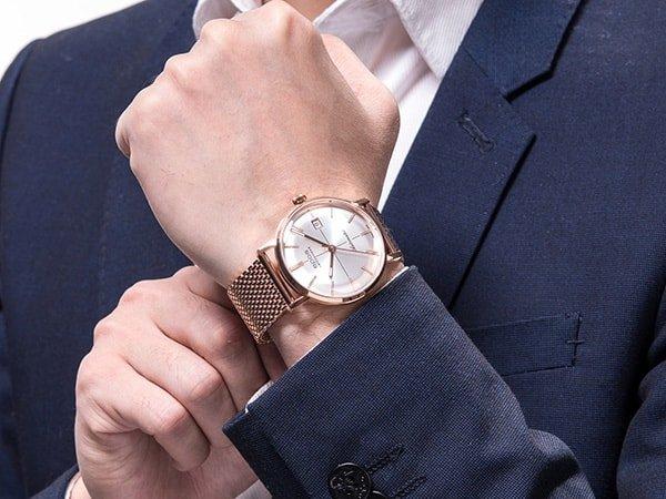 Stylowy zegarek Epos na bransolecie mesh w kolorze różowego złota