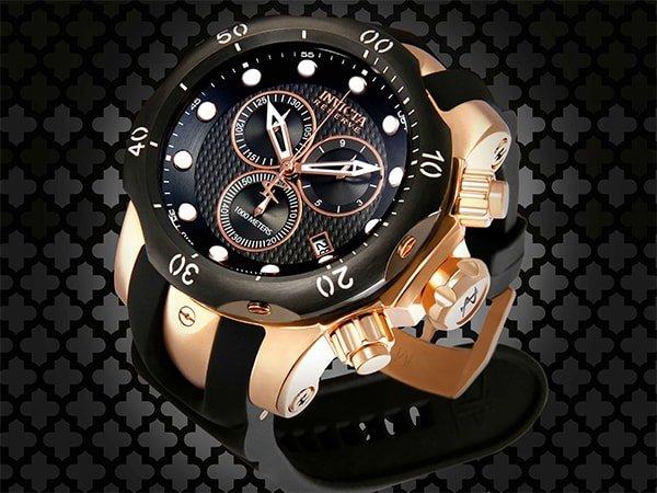 Stylowy męski zegarek Invicta w czarnym kolorze z akcentami w kolorze różowego złota
