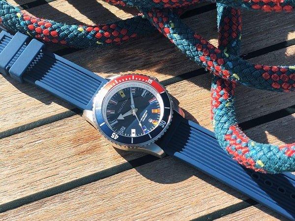 Wytrwała obudowa zegarków Nautica