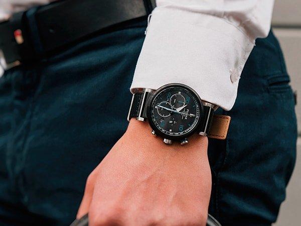 Zegarki Pulsar na pasku skórzanym w sportowym-stylu