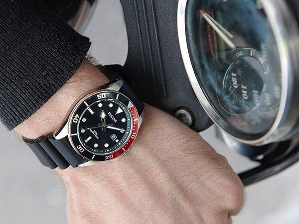 Zegarki Pulsar na pasku z tworzywa sztucznego w czarnym kolorze z oryginalną tarczą.