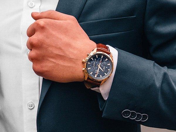 Zegarki Pulsar na pasku skórzanym w klasycznym stylu