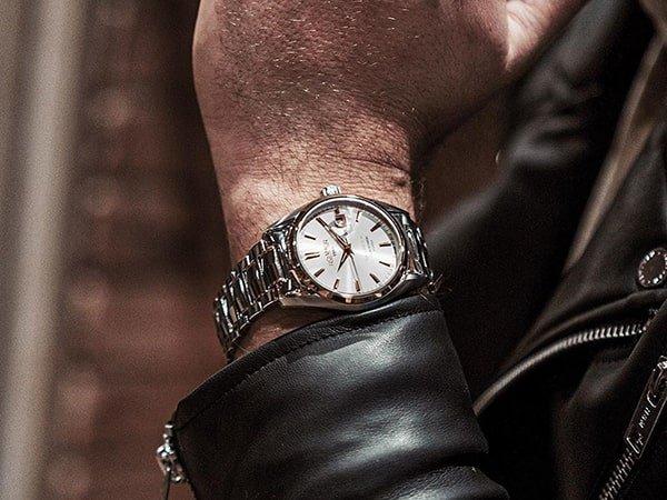 Dekoracyjność tarcz w męskich zegarkach Roamer