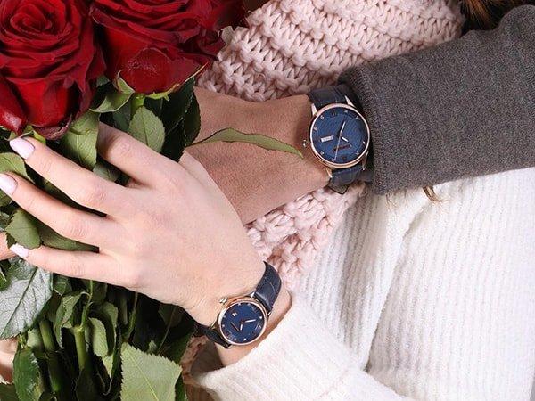 Zegarek Rubicon na pasku skórzanym w szarym kolorze