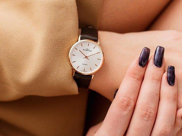 Rodzaje zegarków Rubicon na pasku w brązowym kolorze