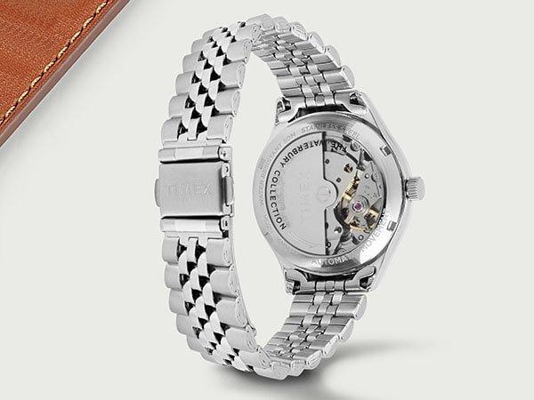 Zegarki Timex na klasycznej bransolecie w srebrnym kolorze